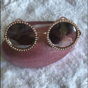 💕Guess Round Sun Glasses with Pearls 💕